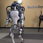 四足歩行のロボットが二足歩行のロボットに進化する